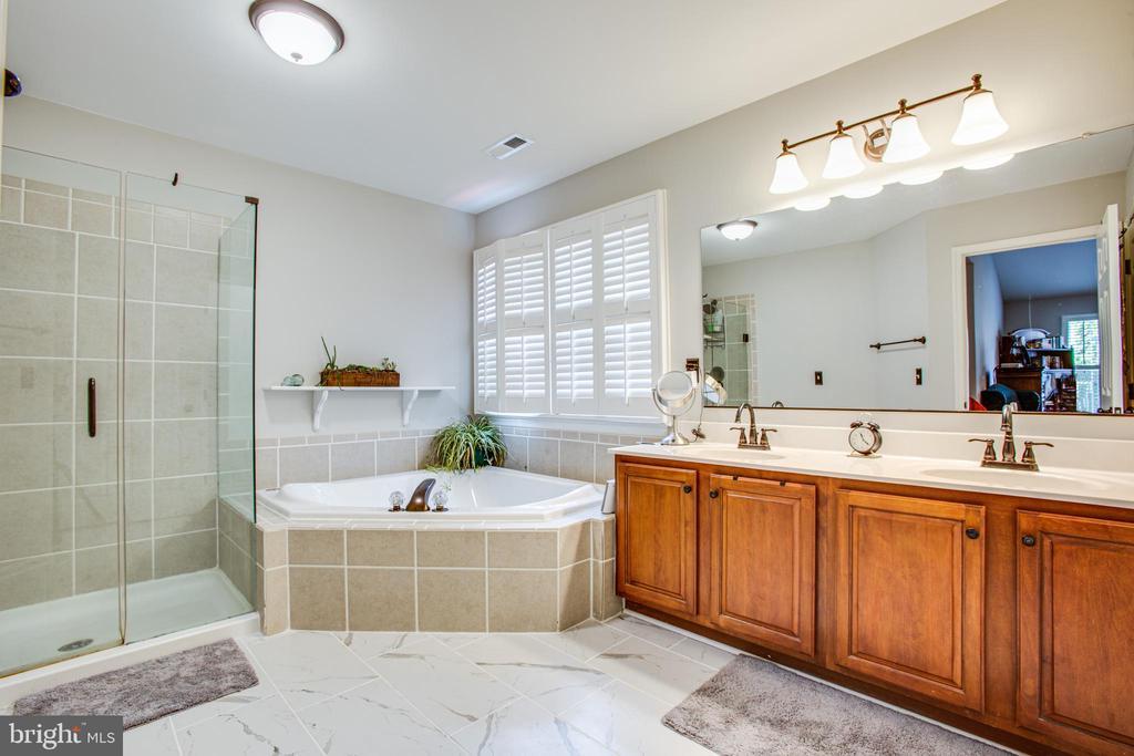 master bathroom - 2 KINGSLEY CT, STAFFORD