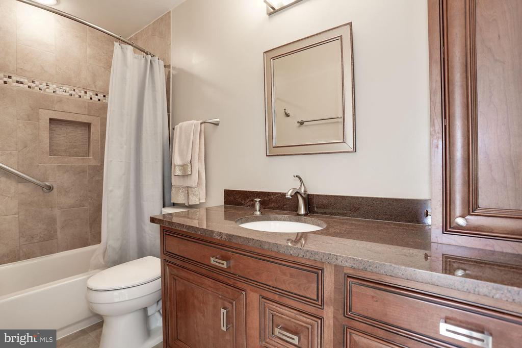 Second full bath upstairs (in hallway) - 8110 MADRILLON SPRINGS LN, VIENNA