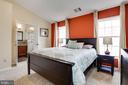Vaulted ceilings - 8110 MADRILLON SPRINGS LN, VIENNA