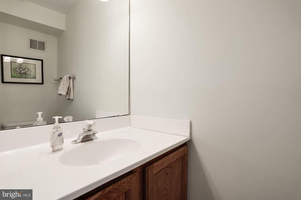 Half bathroom downstairs - 8110 MADRILLON SPRINGS LN, VIENNA