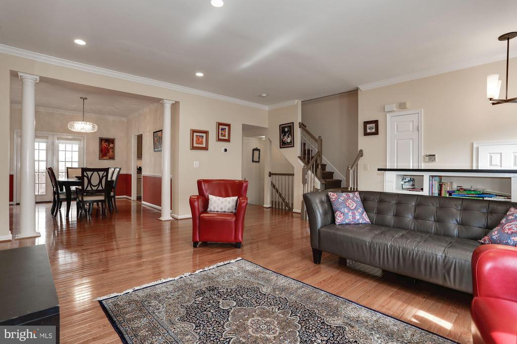 Large living space! - 8110 MADRILLON SPRINGS LN, VIENNA