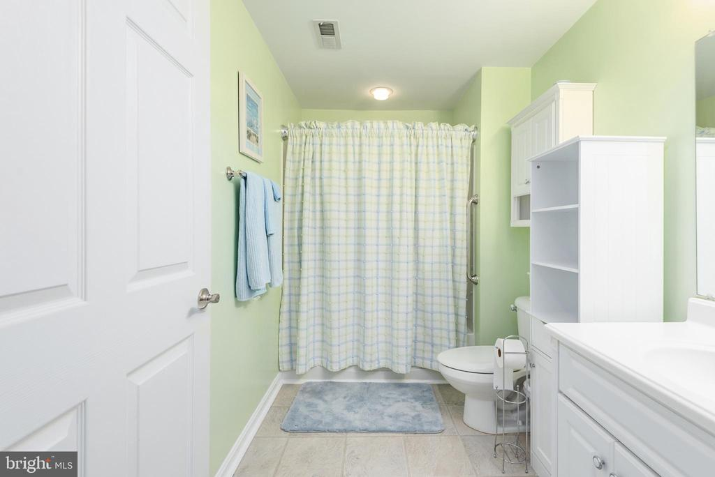 Not your usual basement full bath, spacious - 6 SPRING LAKE DR, STAFFORD