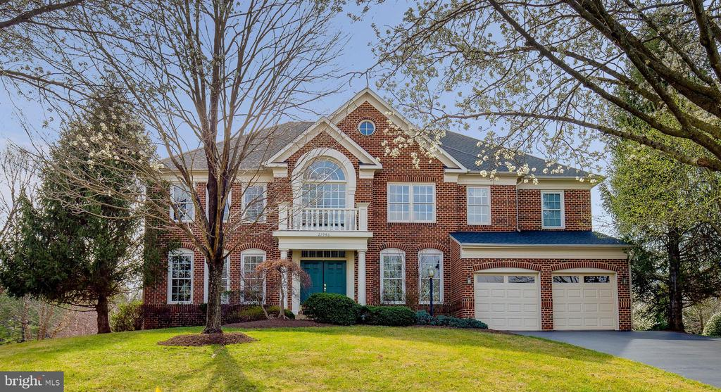Welcome Home to the Regency - 21946 HYDE PARK DR, ASHBURN