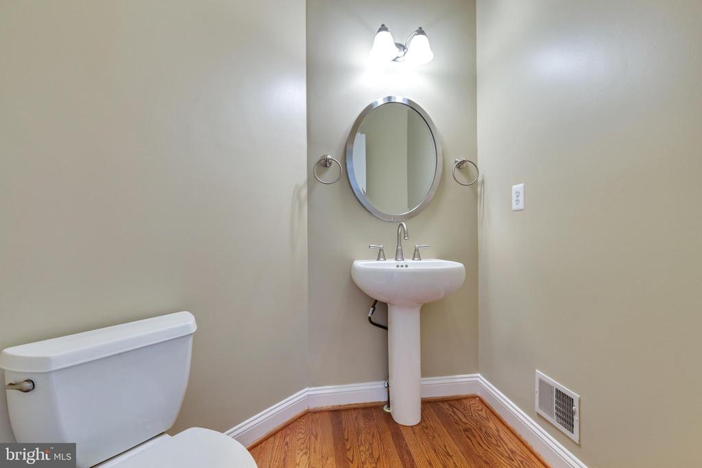 Powder Room - 21946 HYDE PARK DR, ASHBURN
