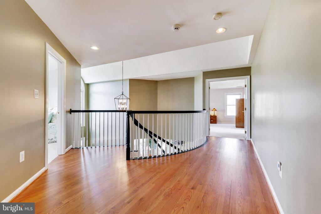 Upstairs Hallway Leads to Master Bedroom - 21946 HYDE PARK DR, ASHBURN