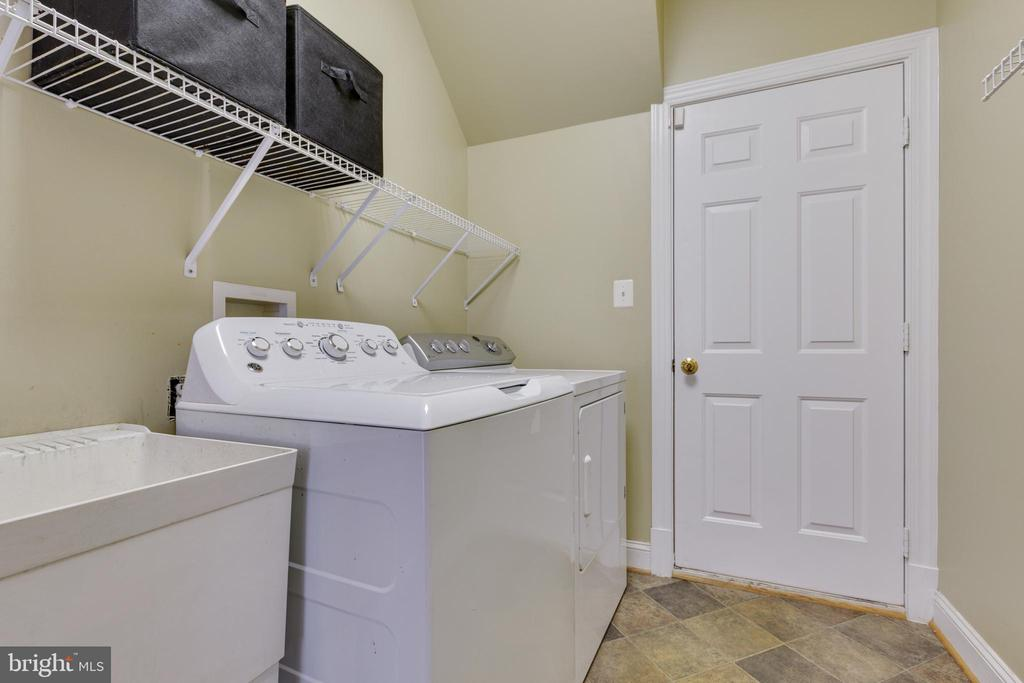 Mud Room on Main Level - 21946 HYDE PARK DR, ASHBURN