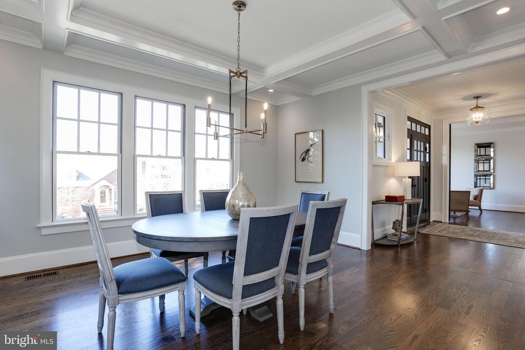 versatile dining room highlighted by triple wndows - 5010 25TH RD N, ARLINGTON