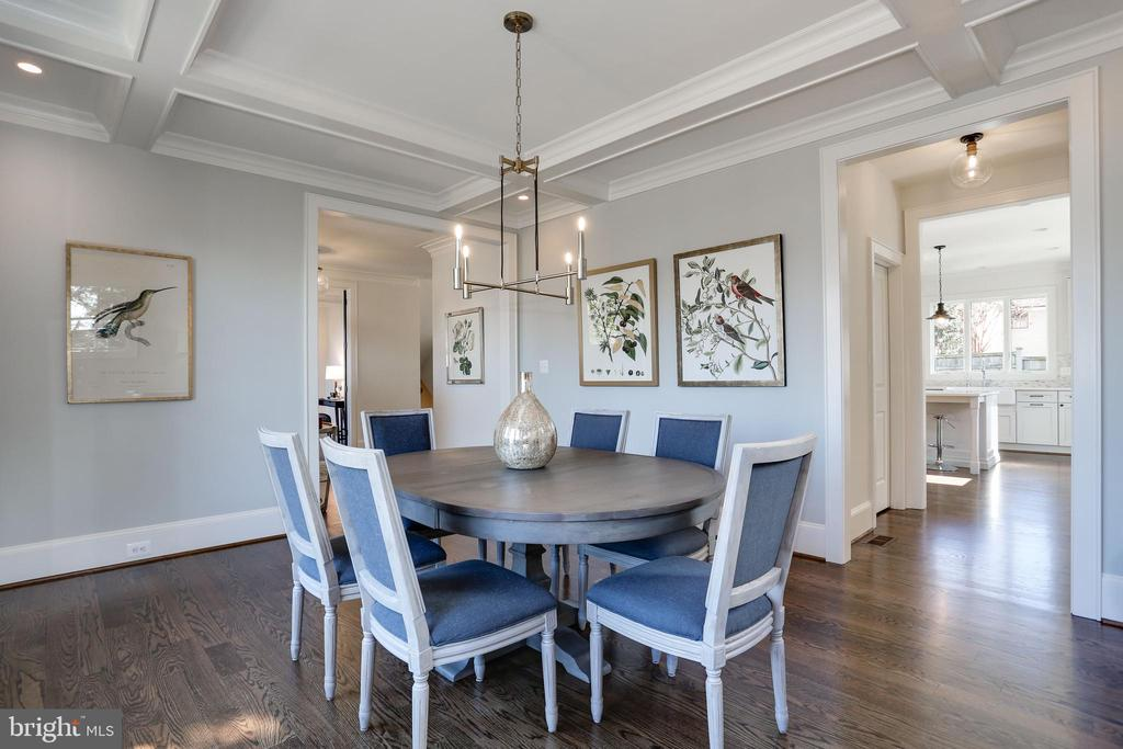 ceiling detail and recessed lighting - 5010 25TH RD N, ARLINGTON