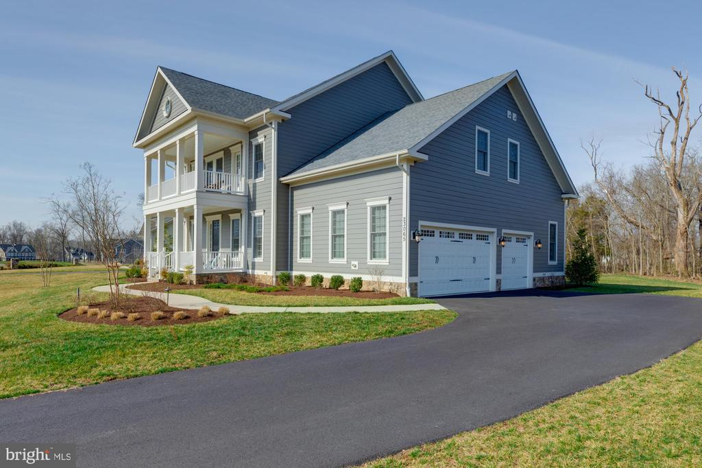 Oversized three car garage with extended driveway - 23065 CHAMBOURCIN PL, ASHBURN