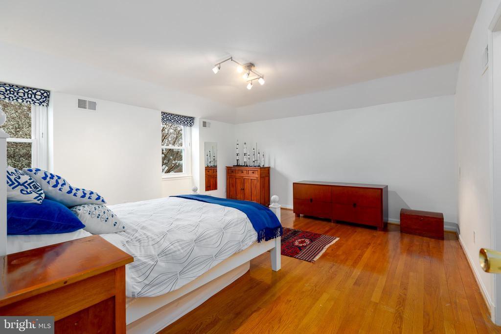 Second bedroom - 4311 TORCHLIGHT CIR, BETHESDA