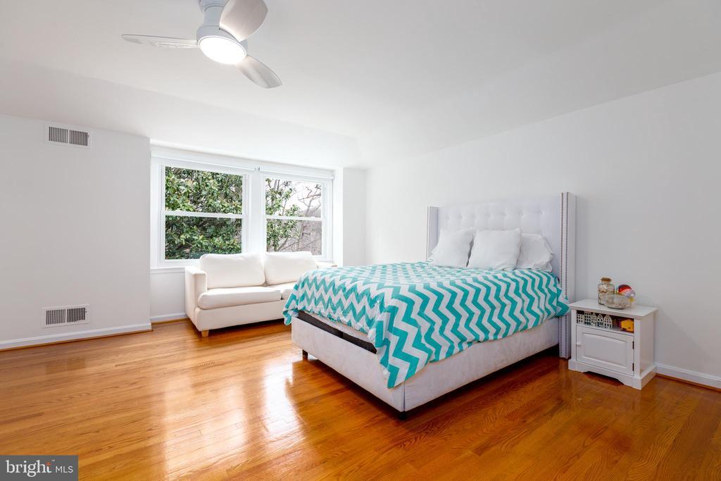 Third bedroom - 4311 TORCHLIGHT CIR, BETHESDA