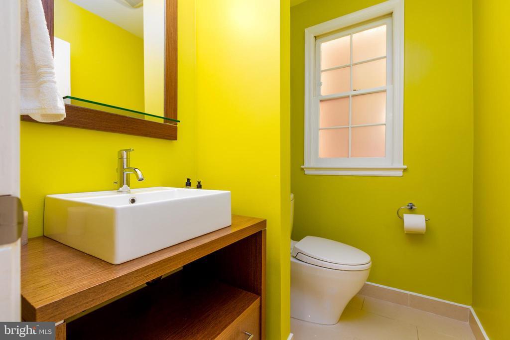 First floor powder room - 4311 TORCHLIGHT CIR, BETHESDA