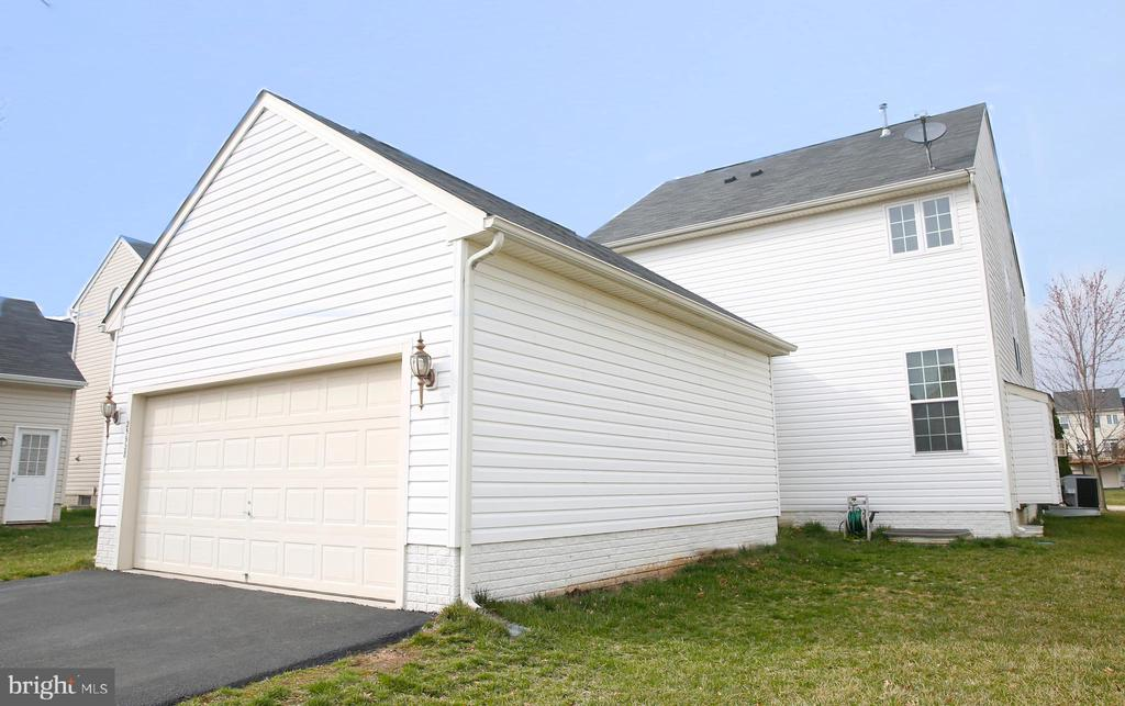 Oversized, Attached Two Car Garage - 25928 KIMBERLY ROSE DR, CHANTILLY