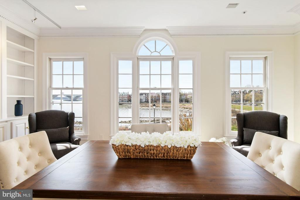 Breathtaking views of the waterfront park & river - 19 WILKES ST, ALEXANDRIA