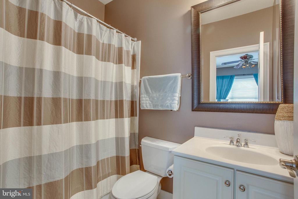 2nd level Full bath - 18339 BUCCANEER TER, LEESBURG