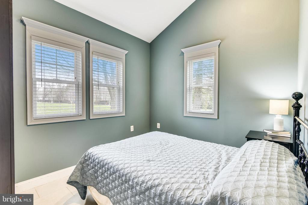 Guest House Bedroom - 40325 CHARLES TOWN PIKE, HAMILTON