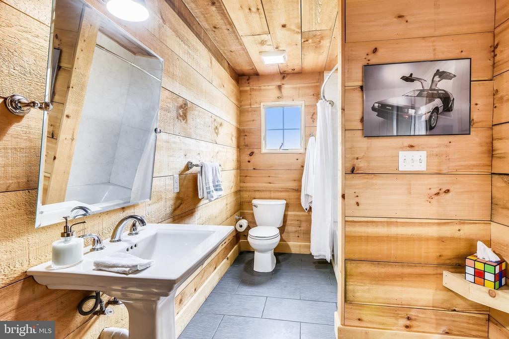 Main House Bathroom - 40325 CHARLES TOWN PIKE, HAMILTON