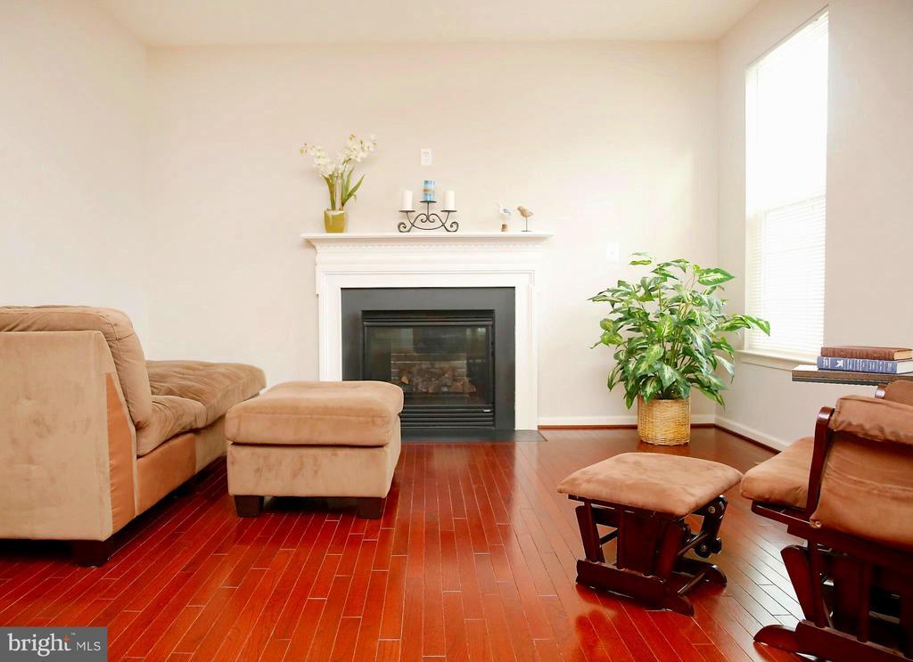 New Hardwood Flooring on Main Level - 25928 KIMBERLY ROSE DR, CHANTILLY