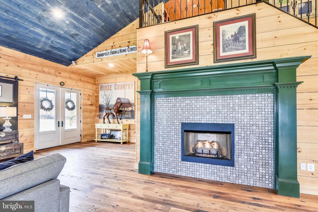 Main House Family Room w/Fireplace - 40325 CHARLES TOWN PIKE, HAMILTON