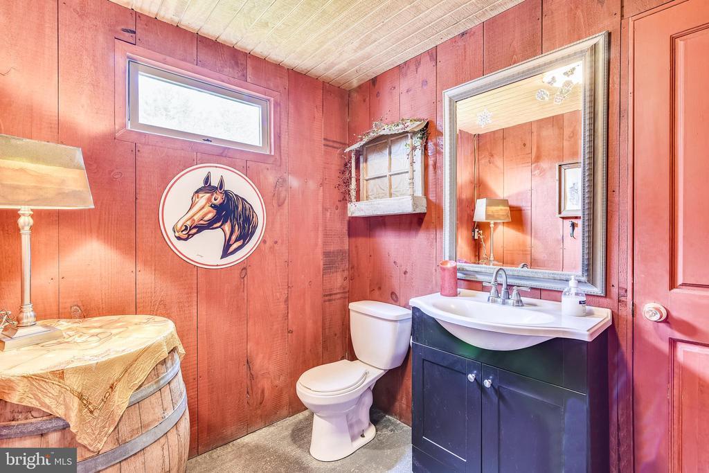 Powder Room Winery - 40325 CHARLES TOWN PIKE, HAMILTON