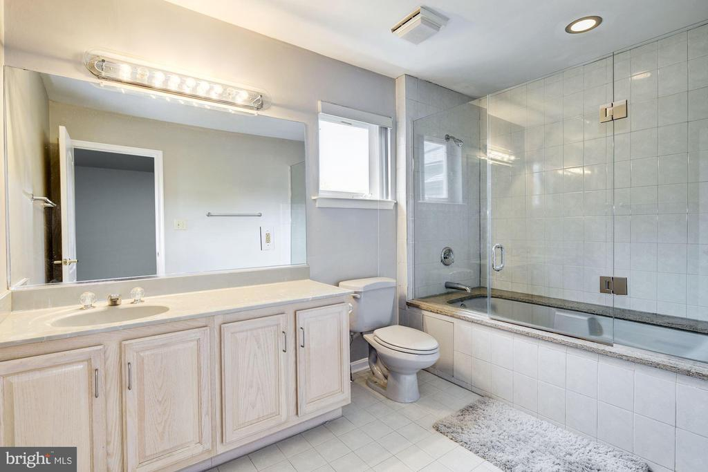 En Suite Bath - 6108 SHADED LEAF CT, COLUMBIA