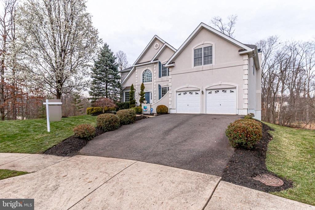 Large paved driveway - 13451 GRAY VALLEY CT, CENTREVILLE