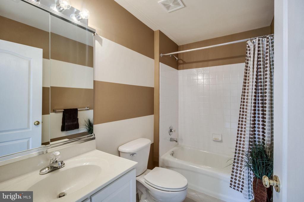 Full Bathroom - 13451 GRAY VALLEY CT, CENTREVILLE