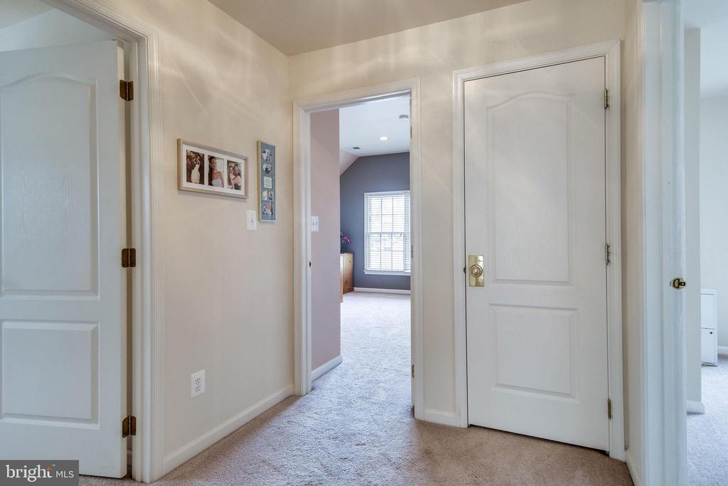 Upper level hall - 13451 GRAY VALLEY CT, CENTREVILLE