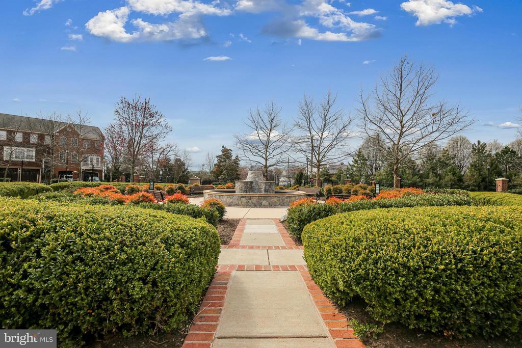 Community park at front of Neighborhood - - 147 HERNDON MILL CIR, HERNDON