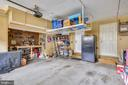 Garage oversized space gives work area - 147 HERNDON MILL CIR, HERNDON