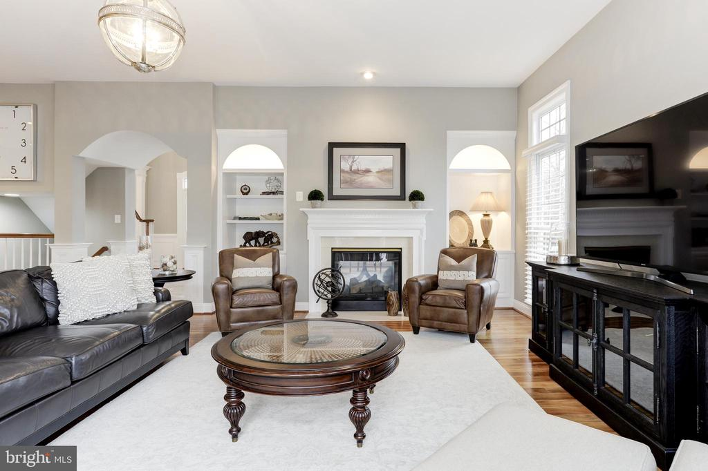 Family Room - Double sided fireplace - 43475 SQUIRREL RIDGE PL, LEESBURG