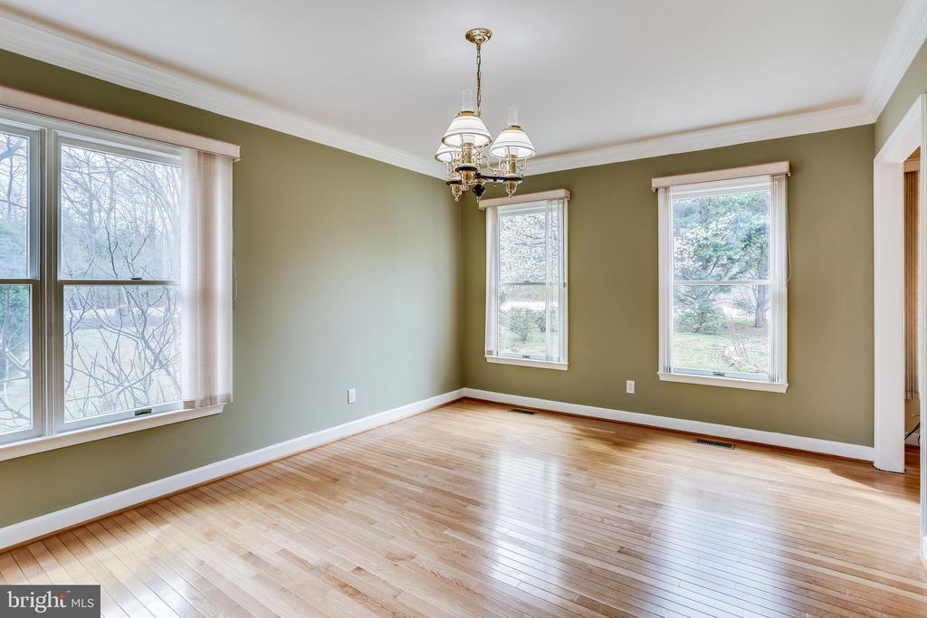 FORMAL DINING ROOM EXTENDED SIZE WINDOWS - 7365 BEECHWOOD DR, SPRINGFIELD