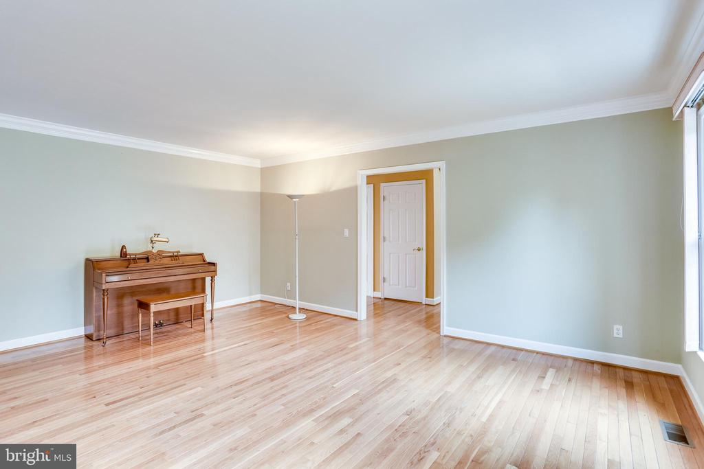 FORMAL LIVING ROOM -GLEAMING HARDWOOD FLOORS - 7365 BEECHWOOD DR, SPRINGFIELD