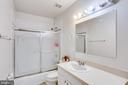 UPPER LEVEL BATHROOM BETWEEN TWO BEDROOMS - 7365 BEECHWOOD DR, SPRINGFIELD
