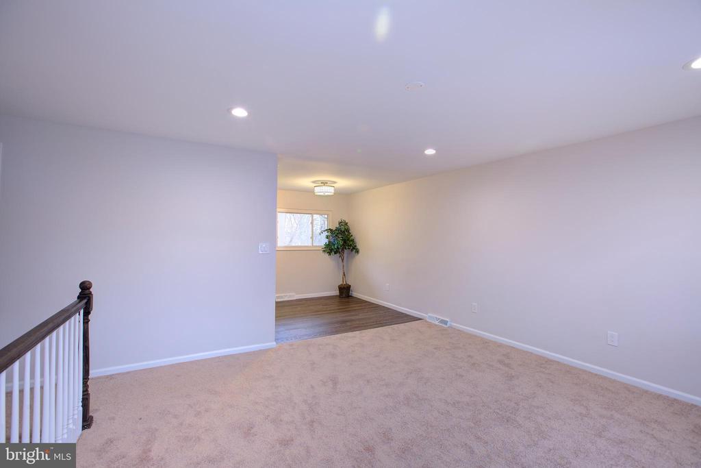 Living Area - 7907 TYLER ST, GLENARDEN