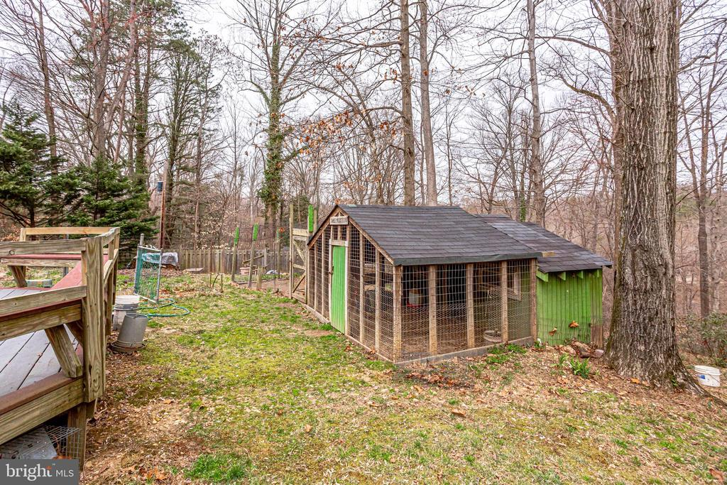 CLOSE UP VIEW OF GARDENING SHED - 7365 BEECHWOOD DR, SPRINGFIELD
