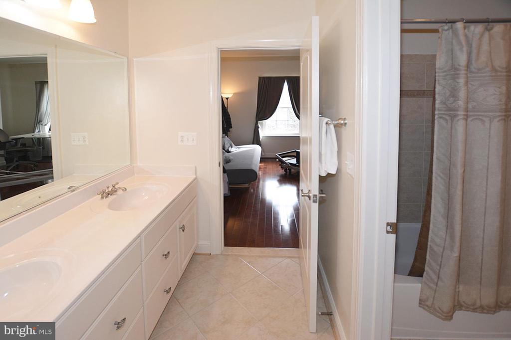 Jack and Jill Bathroom for Bedroom #3 & #4 - 2976 TROUSSEAU LN, OAKTON
