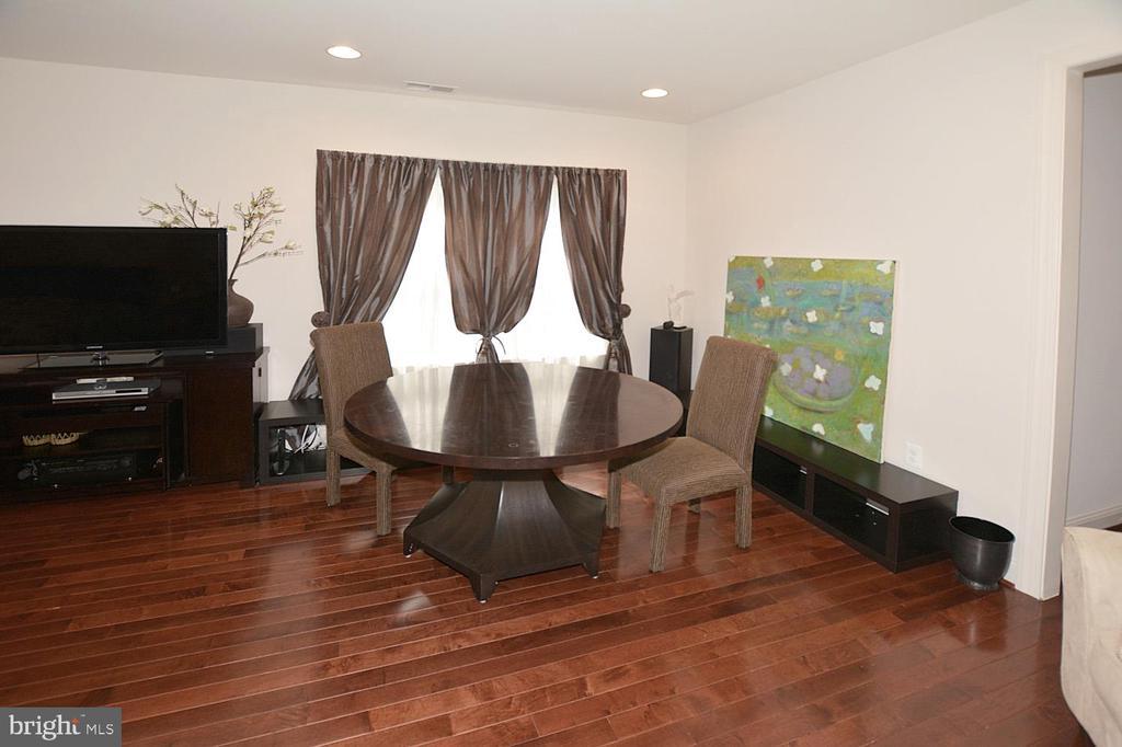 Master Bedroom-Sitting Area - 2976 TROUSSEAU LN, OAKTON