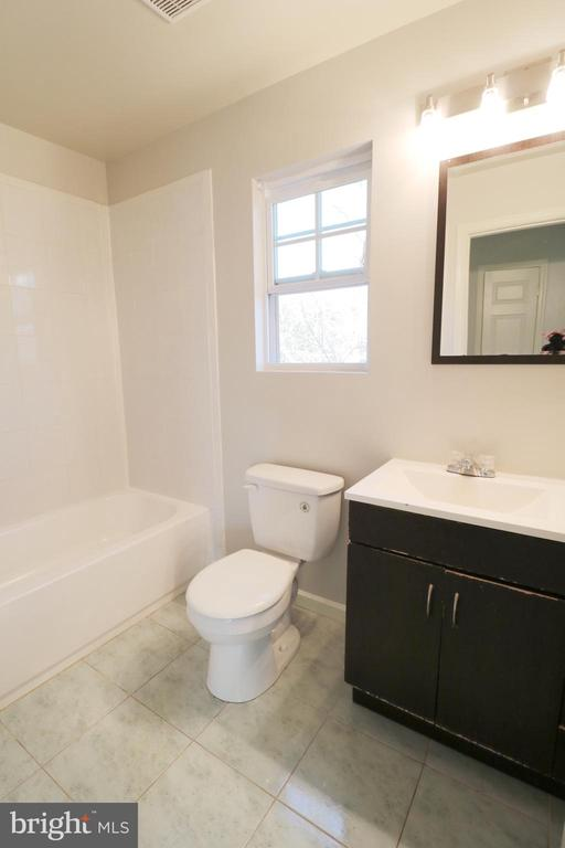Hall Bath - 5717 KOLB ST, FAIRMOUNT HEIGHTS