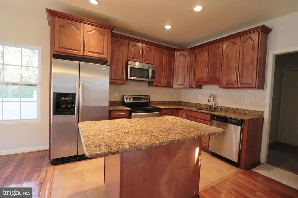 Kitchen - 5717 KOLB ST, FAIRMOUNT HEIGHTS