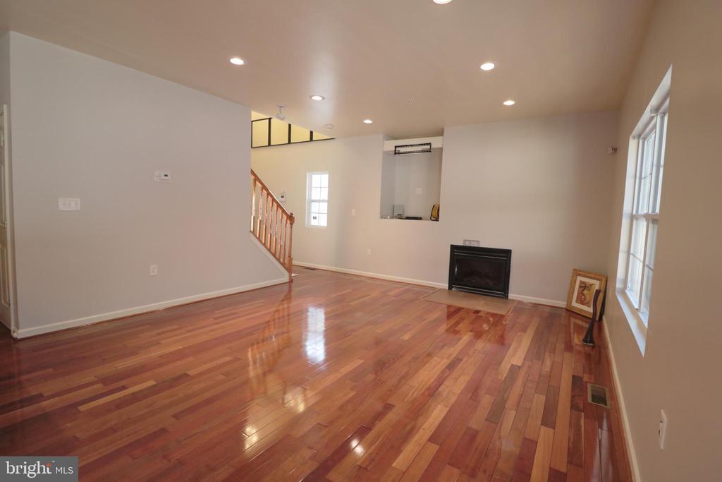 Living to upstairs - 5717 KOLB ST, FAIRMOUNT HEIGHTS