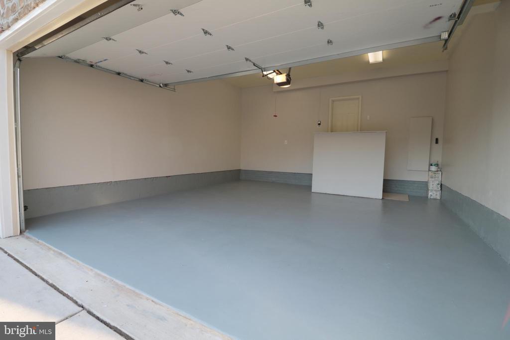 Large Garage - 5717 KOLB ST, FAIRMOUNT HEIGHTS