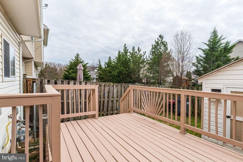 Backyard w/ deck and large shed for xtra storage - 43329 MARY RITA TER, ASHBURN