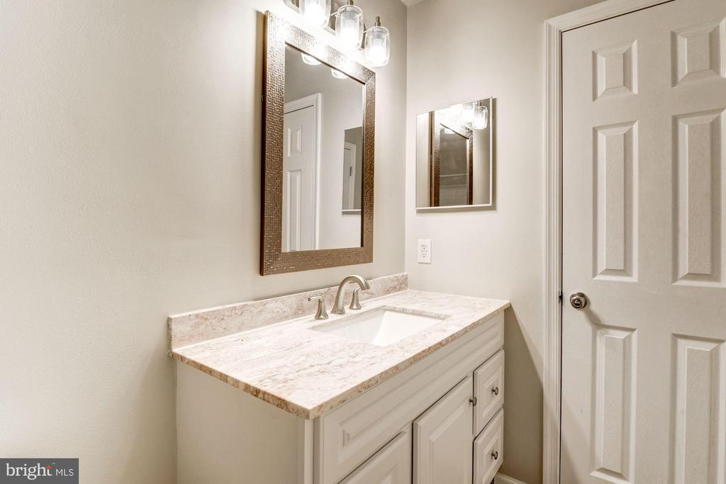 MB full bath, marble countertops &  linen closet - 43329 MARY RITA TER, ASHBURN
