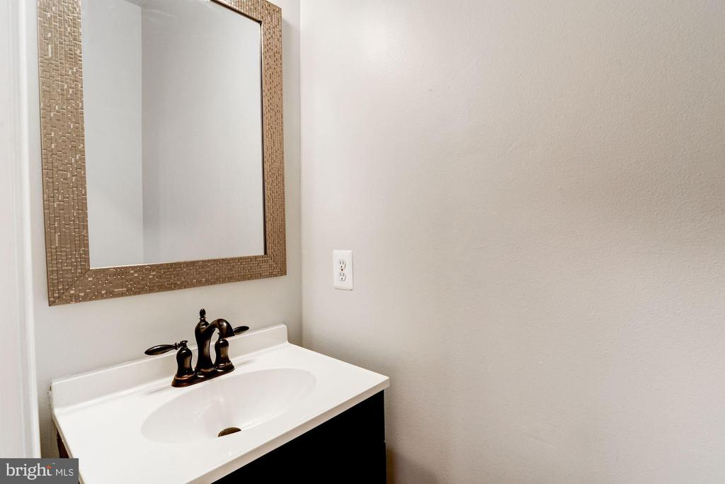 main lvl half bath - 43329 MARY RITA TER, ASHBURN