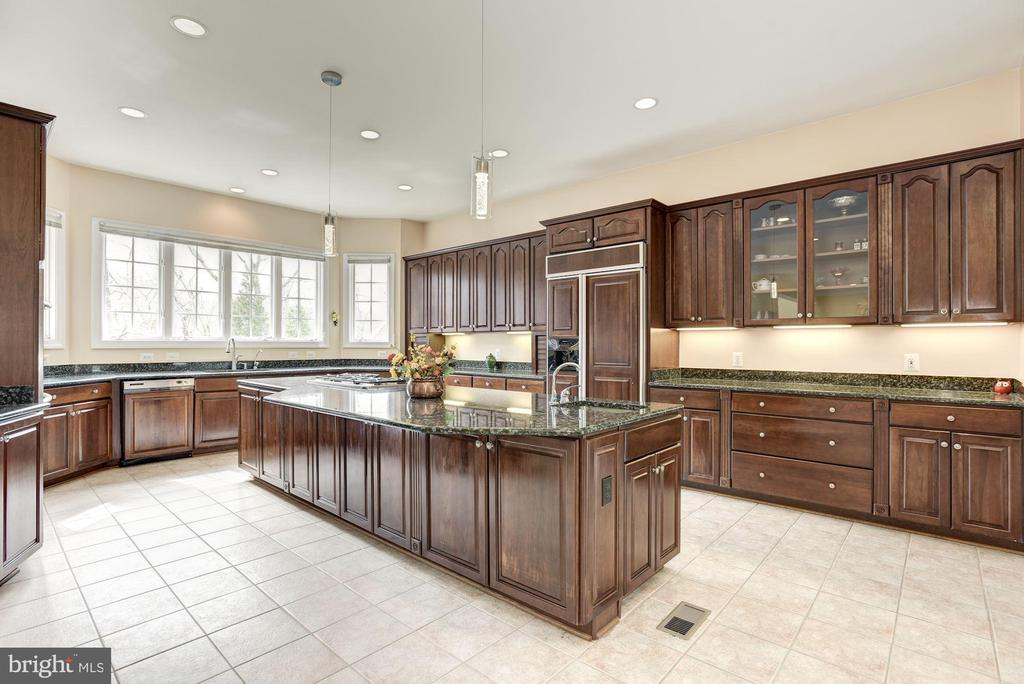 Spacious Gourmet Kitchen - 11408 WOLFS LNDG, FAIRFAX STATION