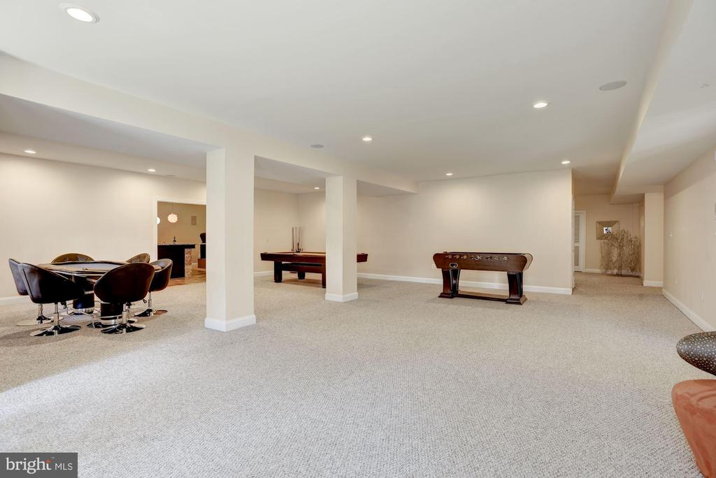 Great Open Spaces for Entertaining - 11408 WOLFS LNDG, FAIRFAX STATION
