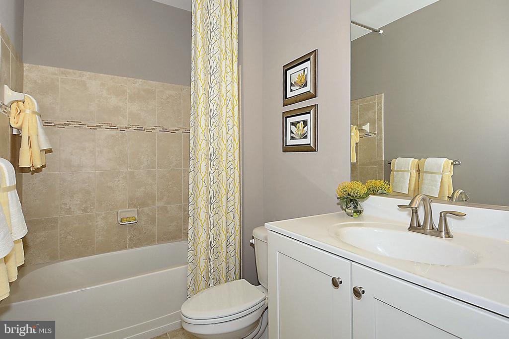Bath - 18530 TRAXELL WAY, GAITHERSBURG