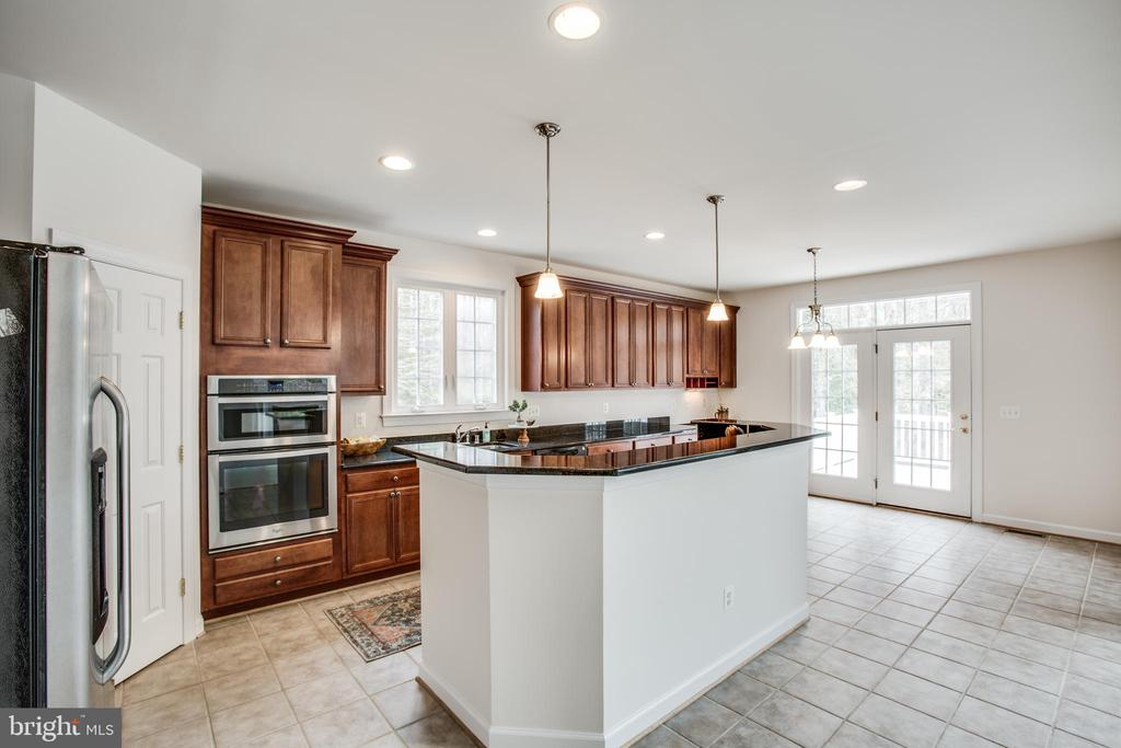 Breakfast nook & island for extra seating - 7911 MADISON PLANTATION WAY, FREDERICKSBURG