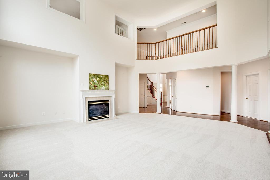 Dramatic 2 story family room for family gatherings - 7911 MADISON PLANTATION WAY, FREDERICKSBURG